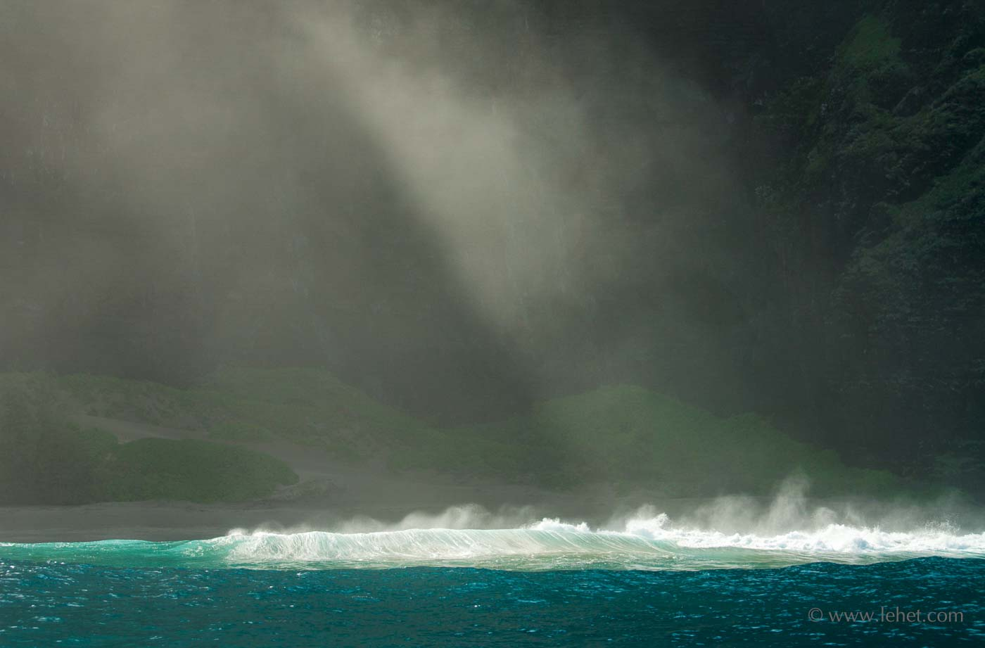 Hawaii Wave and Mist