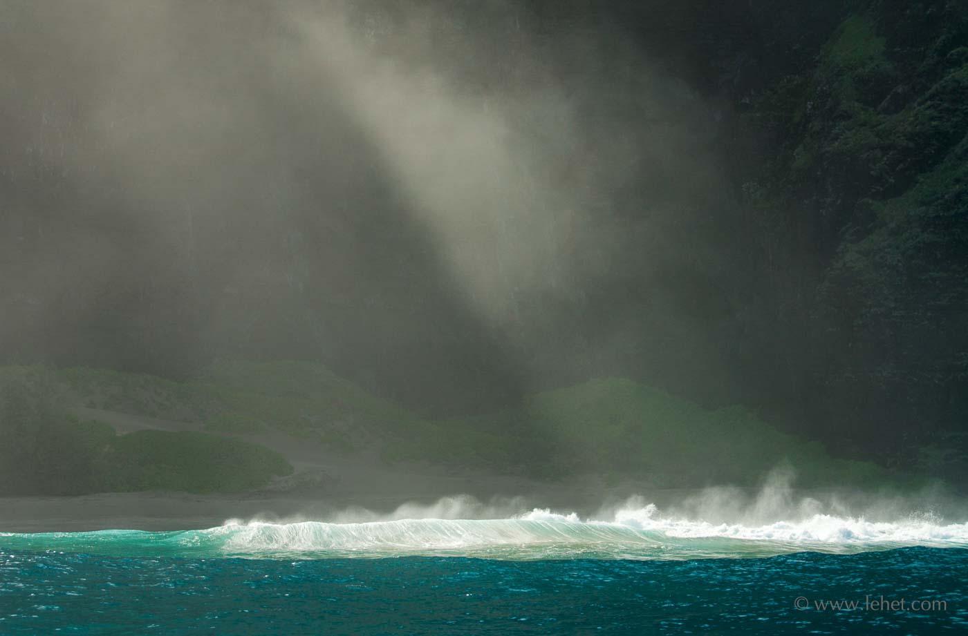 Hawaii Wave and Mist